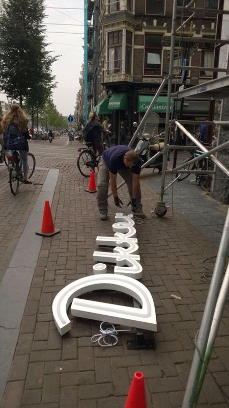 Gevel letters installeren